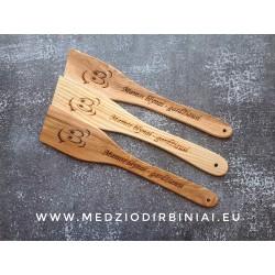 Dekoruota medinė mentelė